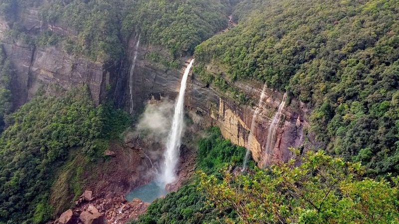 image-2-nohkalikai-falls-in-meghalaya-e2a05aaca463c5f0a4872e87b256635e.jpg