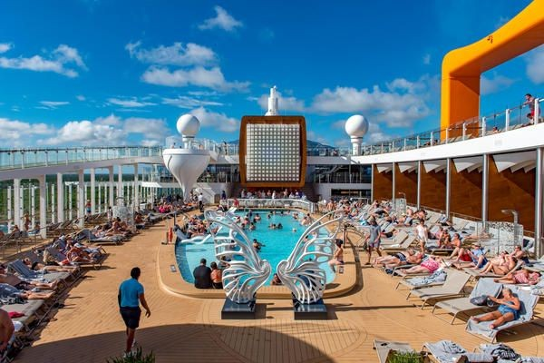 what-not-to-do-on-a-cruise-ship-pool-deck-600x400-21-d10078936ddf7876772e934f0442d4ae.jpg
